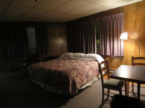 Holiday Inn Motel Photo