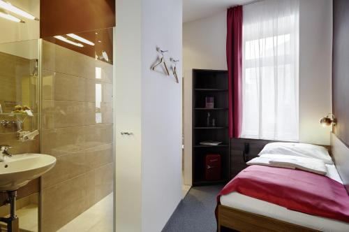 Boutique Hotel Donauwalzer photo 36