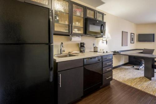 Candlewood Suites Del City Photo