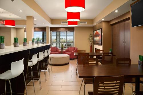 Microtel Inn & Suites by Wyndham Blackfalds Photo