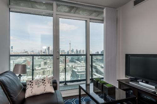 Life Suites Soho CN Tower and Lake View Photo