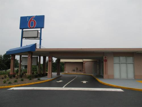 Motel 6 Greensboro Photo