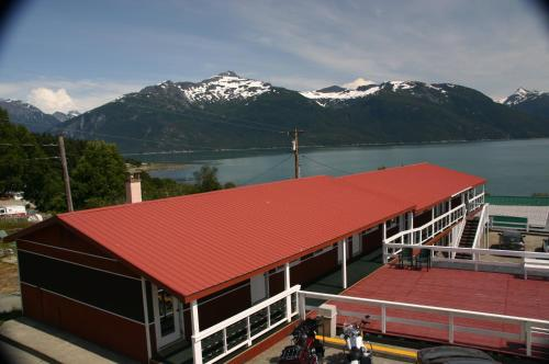 Captain's Choice Motel - Haines, AK 99827
