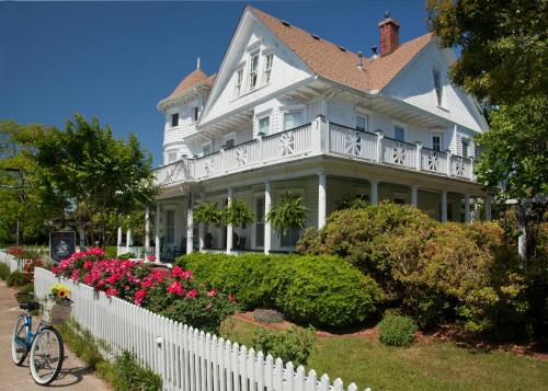 White Doe Inn Bed & Breakfast Photo