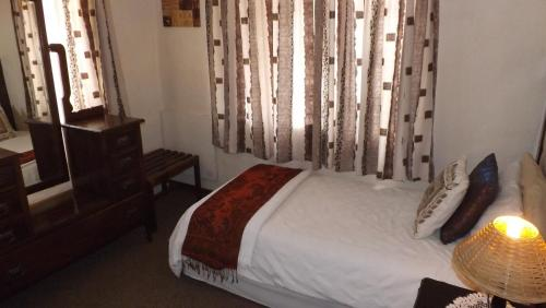 Thatchings Guest House Photo