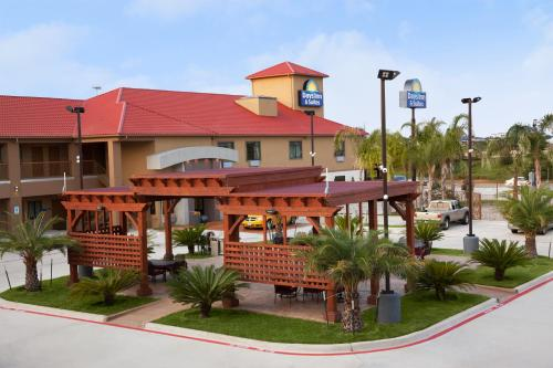 Days Inn & Suites Houston North-Spring Photo