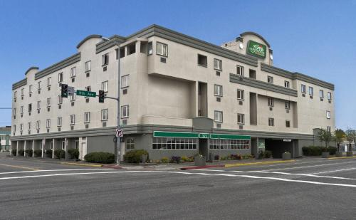 GuestHouse Inn & Suites Anchorage Inn Photo