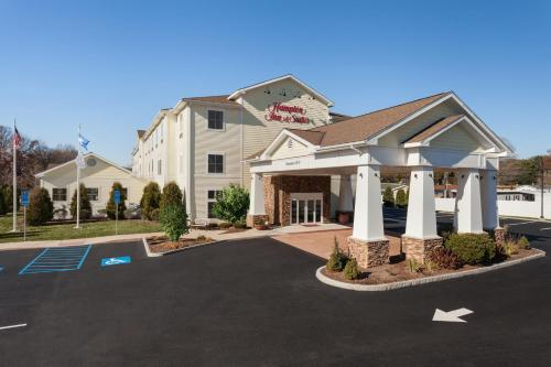 Hampton Inn & Suites Mystic Photo