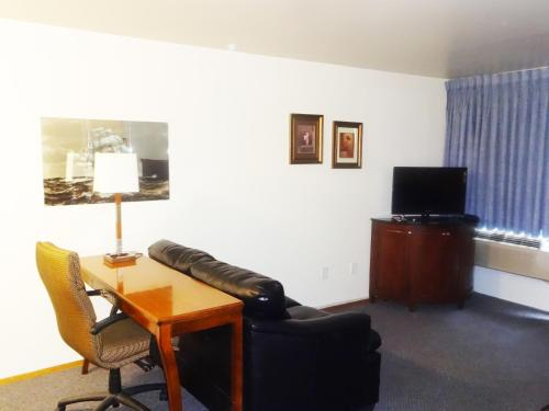 University Motel Suites Photo