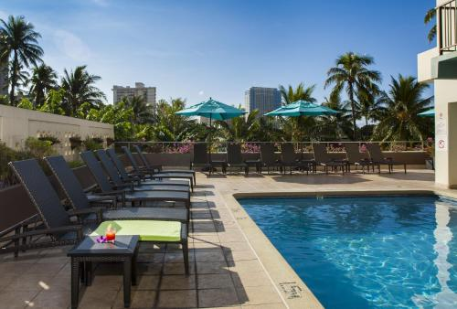 DoubleTree by Hilton Alana - Waikiki Beach Photo