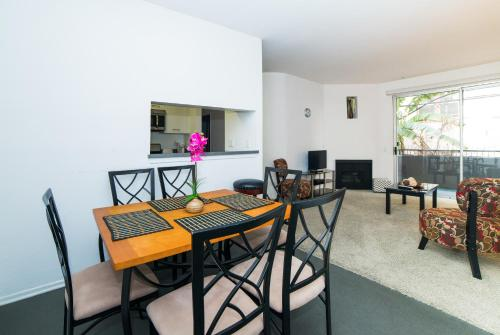 Hollywood Lopez Apartment Photo