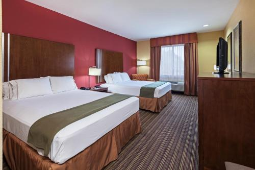 Holiday Inn Express & Suites Cleveland Photo
