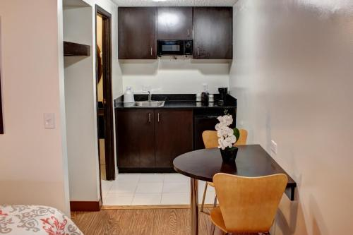 Americas Best Value Inn Heath-Newark Photo