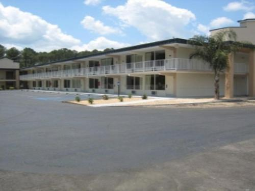 Country Hearth Inn & Suites Kingsland Photo