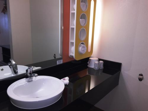 Motel 6 Brownsville North Photo