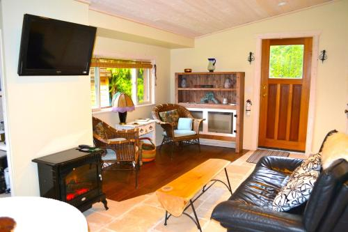 Casa Bella Guesthouse on Sechelt Inlet Photo