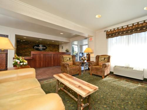 Clubhouse Inn Photo