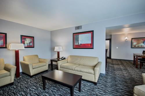 Holiday Inn Hotel & Suites Anaheim - Fullerton Photo