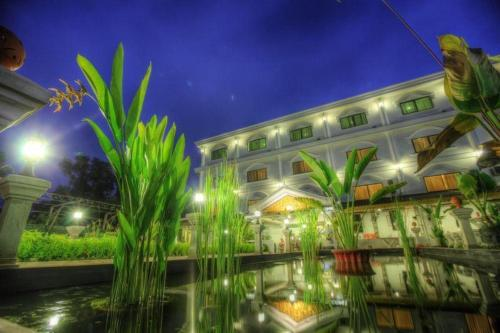 http://www.booking.com/hotel/kh/fragrance-angkor-boutique.html?aid=1728672