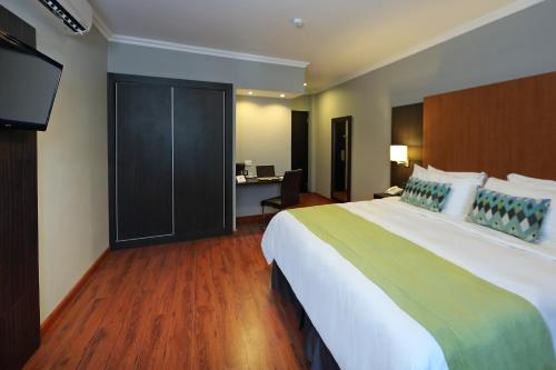 Aranjuez Hotel & Suites Photo