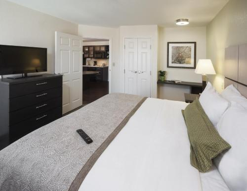 Candlewood Suites Midland Photo