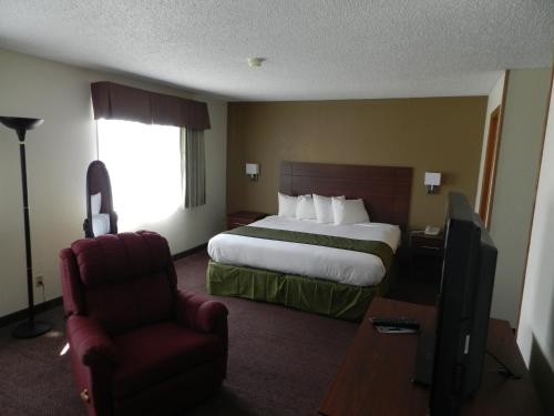 Baymont Inn and Suites Dubuque Photo