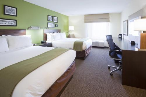 Holiday Inn Express Hotel & Suites Rogers Photo