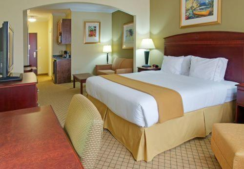 Holiday Inn Express Hotel & Suites Winnie Photo