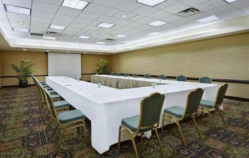 Embassy Suites Parsippany Photo