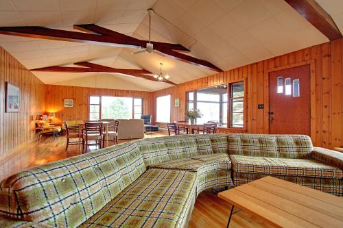 Killarney Mountain Lodge Photo