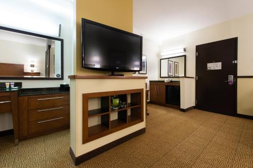 Hyatt Place Charleston Airport / Convention Center Photo