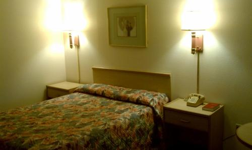 Goodnite Inn and Suites of Bullhead City Photo