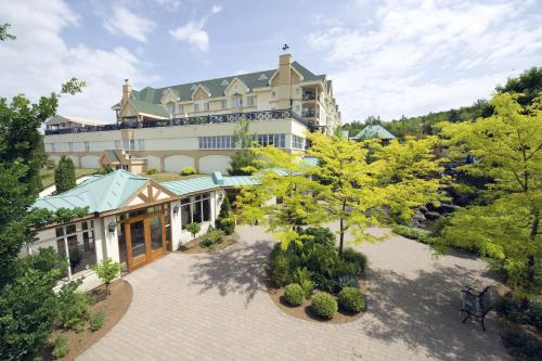 Hotel Chateau Bromont Photo