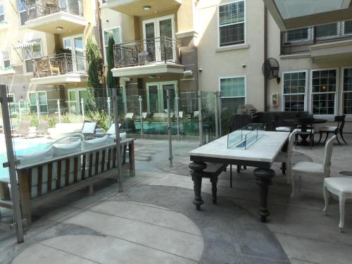 Luxury 2-Bedroom, 2-Bathroom w Pool Photo