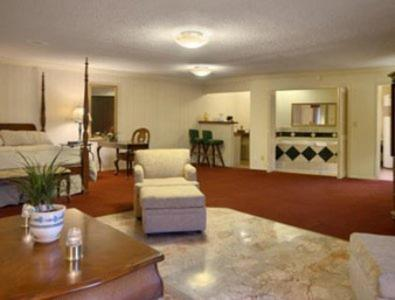 Merced Inn & Suites Photo