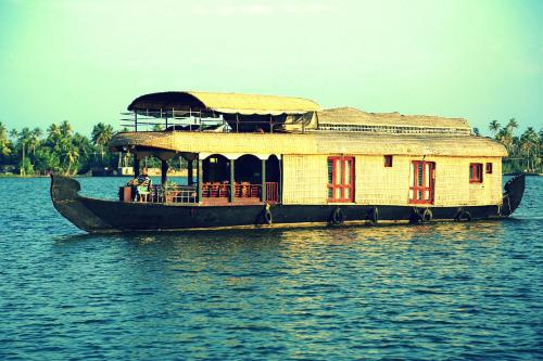 12 Gorgeous Houseboats in Kerala Every Nature Lover Must Experience