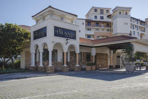 Cape Town City Accommodation - The Island Club Photo