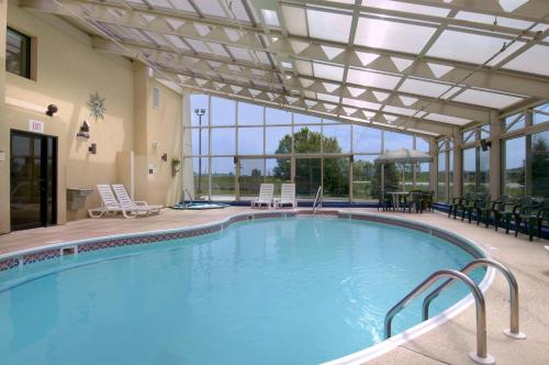 Baymont Inn and Suites Springfield Photo