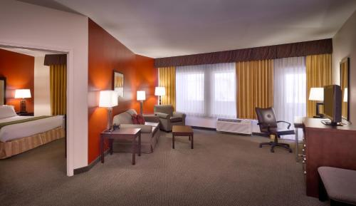 Holiday Inn Express & Suites Mesquite Nevada Photo
