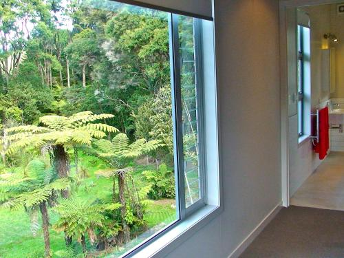 Oratia Bed and Breakfast - auckland -