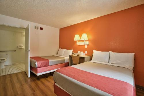 Motel 6 Tallahassee West Photo