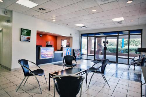 Motel 6 Tallahassee - Downtown Photo