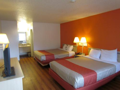 Motel 6 Vancouver Photo