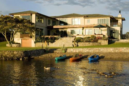 Nicara Lakeside Lodge