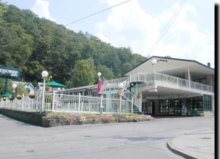Photo of Kingwood Inn Hotel Bed and Breakfast Accommodation in Gatlinburg Tennessee