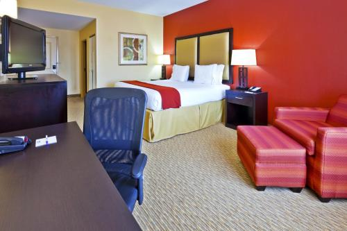 Holiday Inn Express Nashville-Opryland Photo