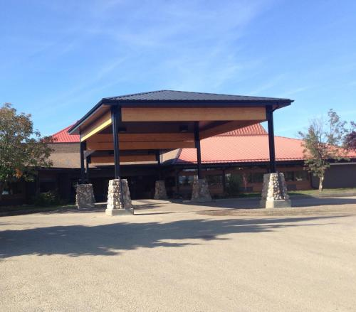 Slave Lake Inn and Conference Centre Photo