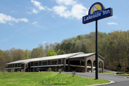 Lakeside Inn Photo