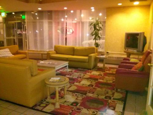 Valustay Inn & Suites Pueblo Photo