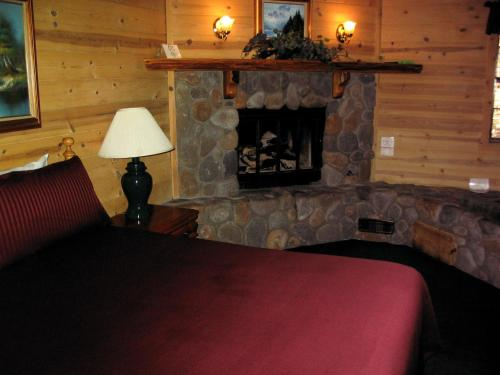 Cozy Hollow Lodge Photo